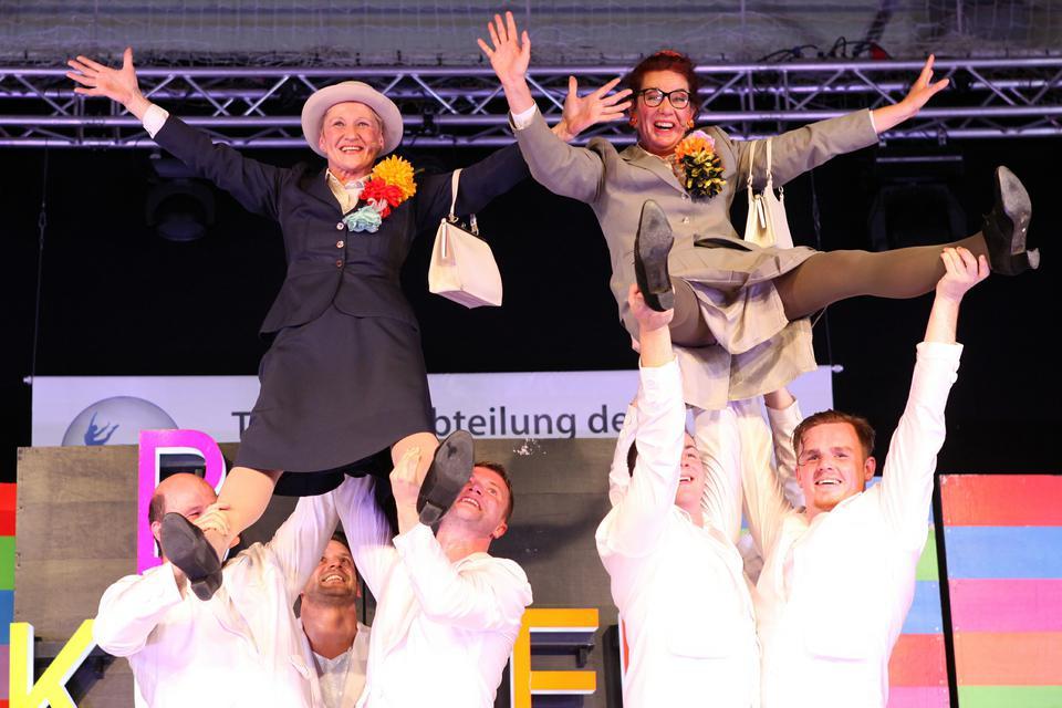 """Das Moderatorenduo """"Inge und Rita"""" 14. Tanzsportgala Unterspiesheim"""